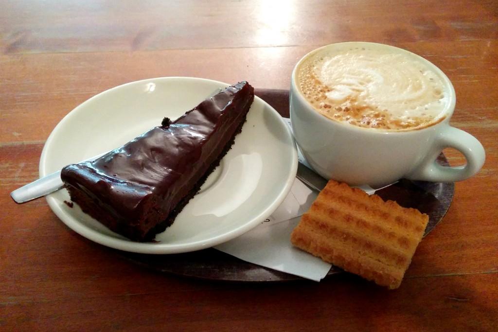 Afbeeldingsresultaat voor koffie met taart