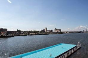 Zwembad in de stad Breda